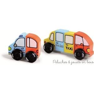Trois petites voitures en bois, signées Vilac, très amusantes, qui se construisent au gré de la fantaisie grâce à leurs éléments aimantés. A partir de 2 ans+