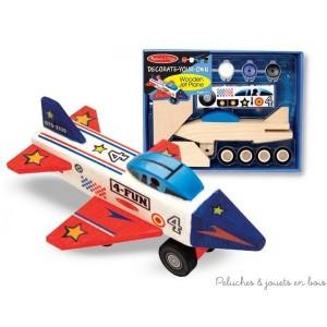 Ce kit très simple permettra aux enfants dès 4 ans d'assembler et de décorer eux-mêmes leur propre maquette en bois. Pour réaliser un avion à réaction en bois décoratif et personnalisé. Colle, peinture, pinceau et autocollants inclus. Dimensions : 23 x 18 x 7cm. Normes CE