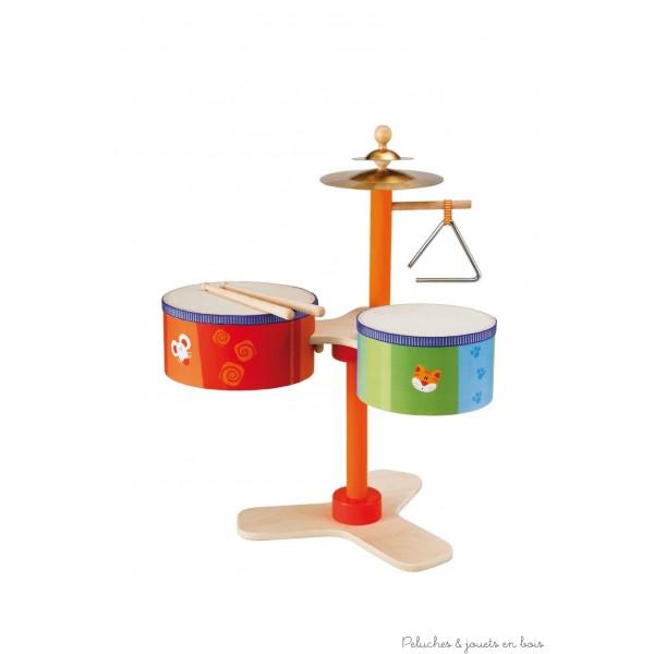 La batterie est depuis toujours l'un des instruments musicaux préférés des enfants. Solide et robuste, elle est équipée de deux tambours, deux cymbales, un triangle et des baguettes pour créer de nombreux sons différents avec beaucoup d'énergie et d'amusement! Idéal pour le developpement de la coordination motrice. Normes CE Dimensions : 44 x 50 x 30 cm