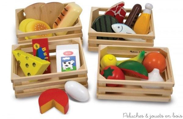 Un ensemble de 4 caissettes en bois contenant des aliments assortis par groupes alimentaires pour allier plaisir du jeu et apprentissage au total 21 pièces en bois massif de la marque mélissa & Doug. A partir de 3 ans+