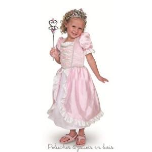 Une magnifique robe de princesse rose satinée ainsi qu'une élégante couronne de princesse et une baguette de la marque Mélissa & Doug.  Taille à partir de 3ans et jusqu'à 6 ans.