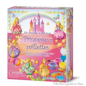Ce kit de moulage en plâtre princesse contient un moule avec 6 formes de princesses, du plâtre, un ensemble de peinture de 5 couleurs et un pinceau, une brosse, des aimants (pour créer des magnets de frigo) des broches (pour les badges), des paillettes pour une finition scintillante et une notice. Normes CE