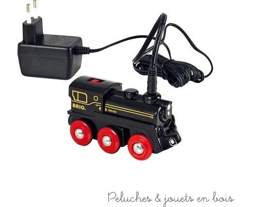 Une locomotive à batterie rechargeable de la marque Brio compatible avec les train et les circuits de la marque. A partir de 3 ans+