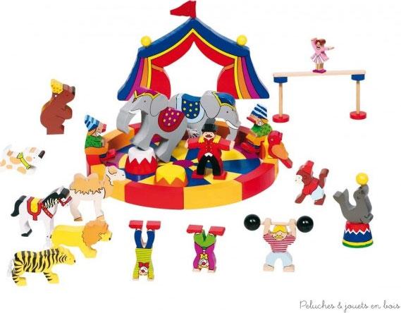 Mon petit cirque est un jeu en bois de la marque Goki, réunissant en 35 pièces tout l'univers du cirque, chapiteau, piste, animaux, artistes et accessoires. Ce jeu permettra à l'enfant de laisser libre cours à son imagination. Taille du chapiteau 18 x 12 x 1,6 cm Normes CE