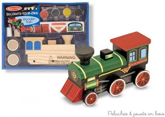 Ce kit très simple permettra aux enfants dès 4 ans d'assembler et de décorer eux-mêmes leur propre maquette en bois. Pour réaliser un train en bois décoratif et personnalisé. Colle, peinture, pinceau et autocollants inclus. Dimensions : 23 x 18 x 7cm. Normes CE