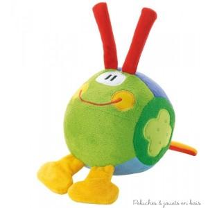 Cette balle hochet en tissus est dotée en plus de son large sourire d'une poignée,de deux pattes et de deux antennes, facilitant la préhension par bébé et la découverte de ce nouvel ami bienveillant . Normes CE EN71 Dimensions : D 14 cm