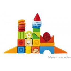 Des cubes colorés pour laisser s'exprimer la capacité créative des petits en donnant libre cours à l'imagination et en stimulant les activités manuelles! Il-y-a nombreuses formes différentes et plein de surprises: A l'intérieur on trouve un kaléidoscope, un miroir, des sons et un hochet, présentés comme un arc-en-ciel de couleurs! Ces cubes offrent différentes dimensions et compositions, associés aux couleurs brillantes et la richesse des décorations typiques de Sevi. Normes CE EN71; 24 pieces, sonore, Dimensions : L 20 x 4H x 16 cm L