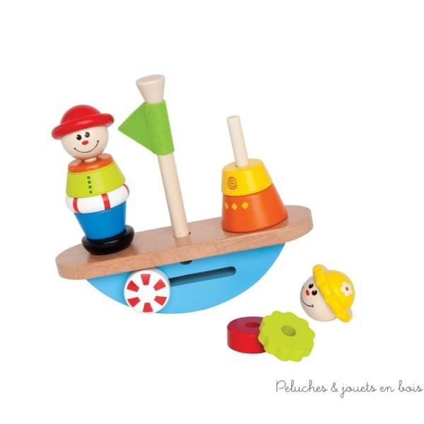 Bateau en bois balançant Hape, on retrouve ici deux petits personnages qui se balancent sur un bateau. Le jeu consiste à empiler ces deux personnages en faisant attention à ne pas mélanger leurs vêtements et en équilibrant l'embarcation! Bois massif. Dimensions 19.5 x 17.8 cm. Normes CE