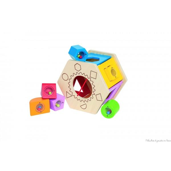 Une boite à forme culbuto sonore comprenant des blocs de différentes formes et couleurs, remplis de perles, ce jeu d'éveil en bois très ludique en bois favorise chez l'enfant les associations logiques et développe son habileté manuelle. Dimensions de la boîte 15,5 x 18 x 12,5 cm Normes CE EN71