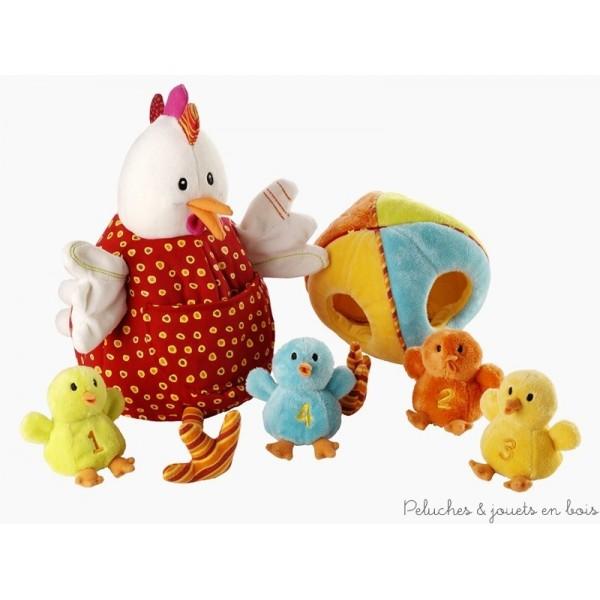 Ophélie la poule cache dans son ventre rebondi, un gros oeuf tout doux où sont blottis ses 4 poussins aux sons et couleurs diverses. Ils entrent dans l'oeuf par l'ouverture de couleur correspondante. Maman ophélie est une marionnette pour les grandes mains et les poussins des marionnettes à doigts. Jeu de rôle maman-enfants, reconnaissance et correspondance des couleurs, éveil des sens, la généreuse Ophélie offre le plus large eventail qui soit de découvertes pour bébé. 100% polyester lavable en machine à 30° cycle délicat (à l'exception d'un poussin qui contient une puce sonore). Dimensions 24 x 21 cm. Normes CE EN71.