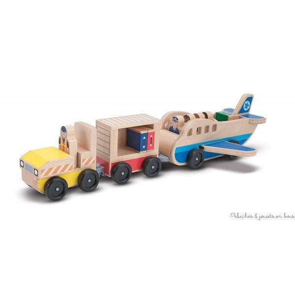 Un avion en bois avec son chariot à bagages et ses passagers de la marque Melissa & Doug. A partir de 3 ans+