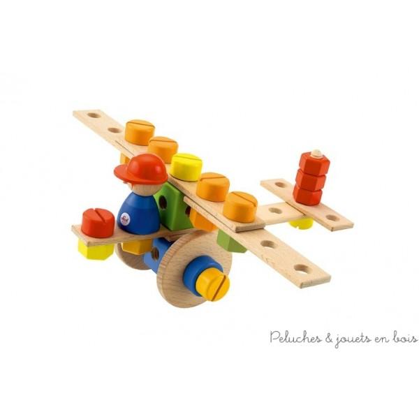 Un Kit complet avec outils, vis, boulons, et pièces en bois colorées  pour construire un avion de 35 pièces ou une moto ou même une grue, de la marque Sevi. A partir de 3 ans+