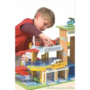 Jouets en bois charismatiques pour les 3 ans 10 garage en bois jouet parking et circuit de - Grand garage voiture jouet ...