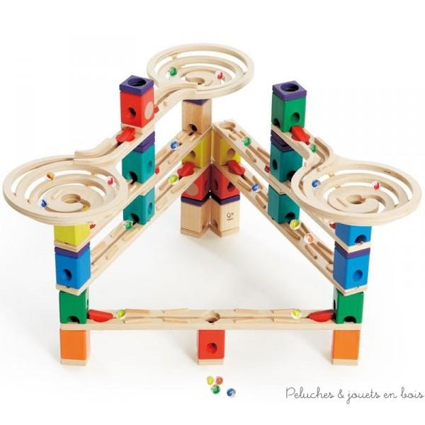 créer une infinité de parcours à grande vitesse avec 134 pièces dont 50 billes multicolores. Dimensions de la boite : 53.7 x 13.8 x 34 cm. Peintures non toxique à base d'eau, bois FSC. Normes CE.