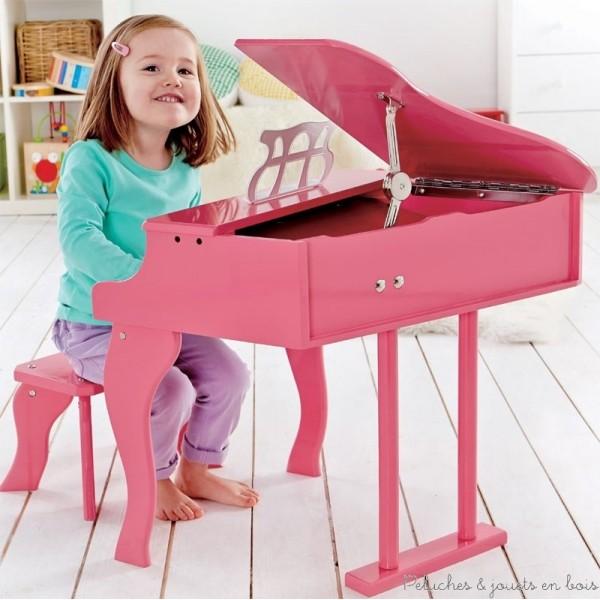 Jouer d'un instrument de musique contribue à stimuler la créativité chez l'enfant. Chantez sur la musique que vous jouez avec votre enfant. jouez diverses mélodies musicales et laissez votre enfant vous imiter. Organisez un concert dont votre enfant sera la star! Dimensions du produit : 50 x 52 x 60 cm. Normes CE.