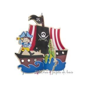Mobile de décoration de la marque Bigjigs sur le thème des pirates. A partir de 0m+