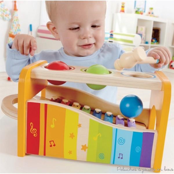 Martelez le boitier et les boules se mettront à tinter sur le xylophone. Retirer le clavier et le xylophone pourra être utilisé de manière autonome. Un jeu de la marque Hape. A partir de 1 an+