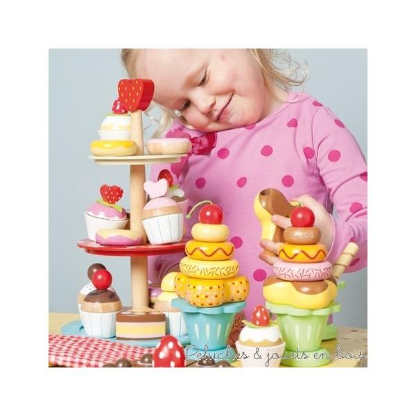 Dans la collection Honeybake de la marque Le Toy Van, une apétissante crème glacée empilable en bois de 6 pièces à composer. Elle est peinte dans des couleurs vives avec des pailettes pour encore plus de brillance. A partir de 3 ans+