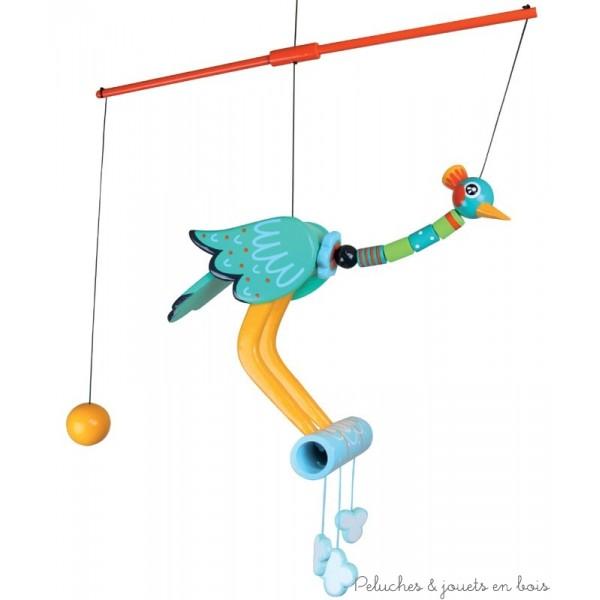 Un mobile de décoration grue royale verte de la gamme Oiseau perchoir signé Le Coin des Enfants. Une légère action sur la boule jaune met ce bel oiseau en mouvement pour le plus grand plaisir des enfants.