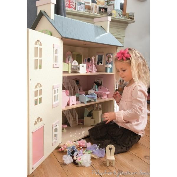 grande maison de poupee en bois. Black Bedroom Furniture Sets. Home Design Ideas