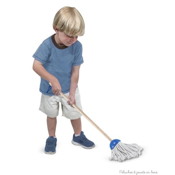 Un solide ensemble de nettoyage en bois pour jouer de la marque Mélissa & Doug adapté à la taille des petits il transformera le nettoyage en un amusant jeu d'enfant. A partir de 3 ans+
