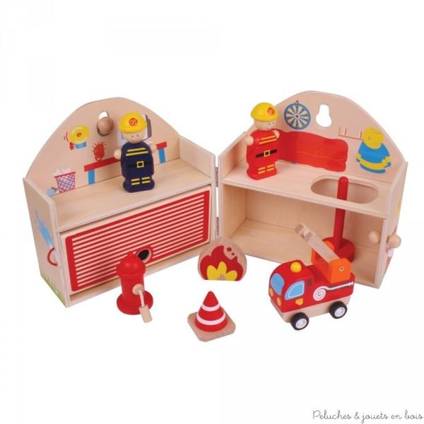 Une charmante et très complète caserne de pompiers en bois de la marque Bigjigs à transporter partout . A partir de 3 ans+