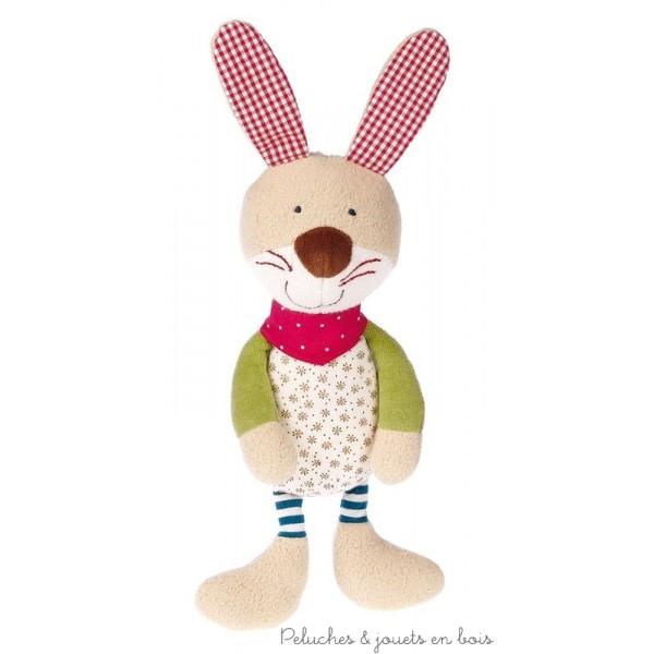 Ce joli lapin bio de 36 cm au design chic et au look joyeux dans le style patchwork est en même temps en 100% coton naturel (culture biologique contrôlée). Taille 36 x 15 x 7 cm Matériel de dessus : coton de culture biologique. Bourrage : laine de mouton Lavable à 30 °C  Normes CE