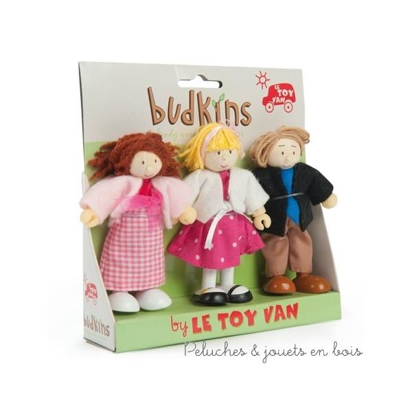 Dans la collection Budkins de la marque le Toy Van, la famille Budkins comprenant le père, la mère et mademoiselle Sophie. Un complément idéal pour les maisons de poupées vendues séparément. A partir de 3 ans+