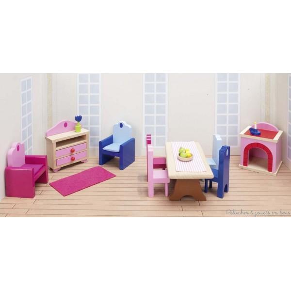 Un set de meubles salon et de salle à manger en bois de hêtre de 24 éléments pour le château de poupées de la marque Goki. A partir de 3 ans+