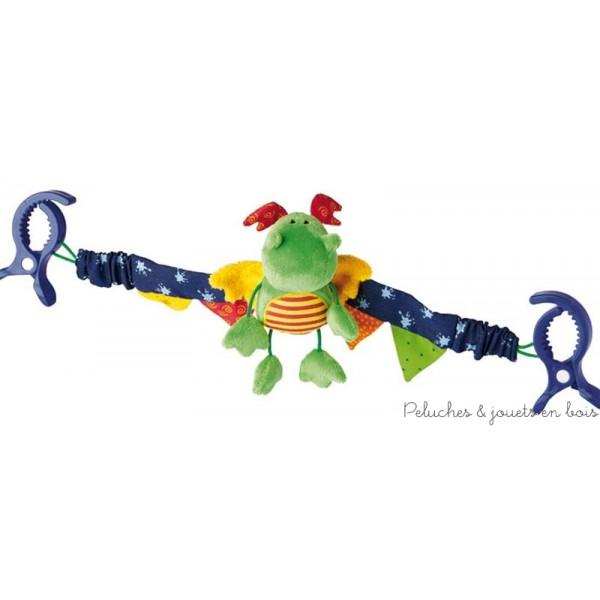 La chaîne pour poussette rigolote avec le dragon câlin qui sait si bien distraire les plus petits avec ses joyeux bruits de hochet. Taille : 38 x 12 cm Matériel de dessus : coton, peluche. Bourrage : ouate de polyester Laver à main. Normes CE