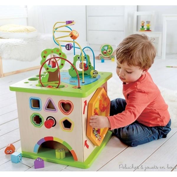 un jeu de patience qui tourne dans tous les sens : Un cube multi activités géant Country Critters en bois robuste. Un jouet de la marque Hape. A partir de 1 an+