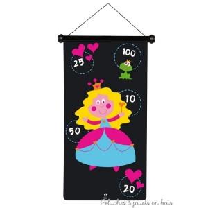 Un panneau imprimé sur les 2 faces et 6 fléchettes de couleurs. Dimension du jeu 70 x 36 cm. Normes CE.