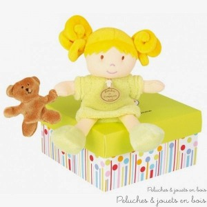 Cette Demoiselle de Doudou Melle POMME est une Poupée petit modèle avec nounours de la marque Doudou et Compagnie. A partir de 0m+