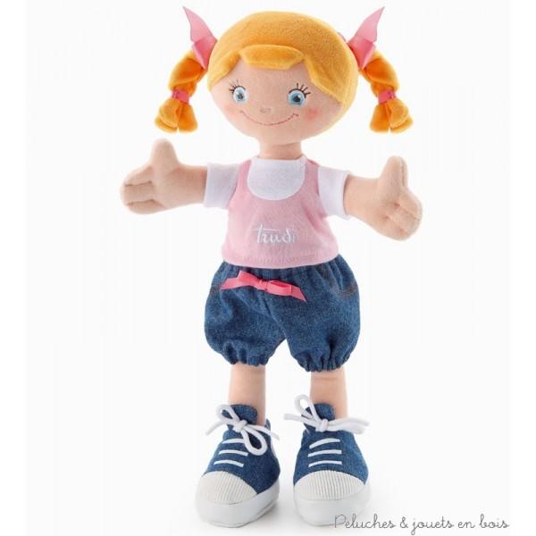 Une douce poupée en étoffe, blonde avec des tresses, de la marque Trudi. A partir de 0m+ Dimension : 30 cm
