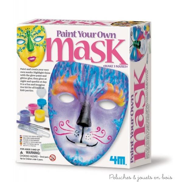 CréaKit peindre son masque contient 3 masques (L16 cm), 2 pinceaux, des peintures, colle pailletée, peinture phosphorescente et 1 pochoir. Normes CE