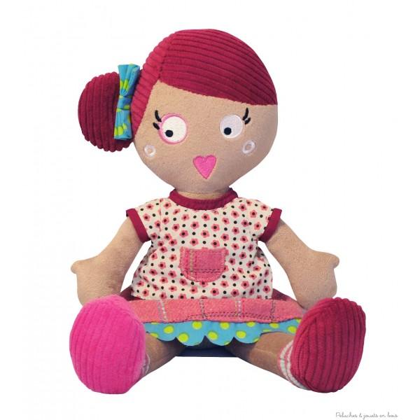 JEANNETTE est une adorable poupée de chiffon signée de la marque française Les mistinguettes; Mesurant 35 cm avec un look super branché, dans sa jolie robe en velours de couleur rose et un caractère bien trempé; Toute douce et souple, elle invite à la serrer bien fort dans ses bras. A partir de  0 m +
