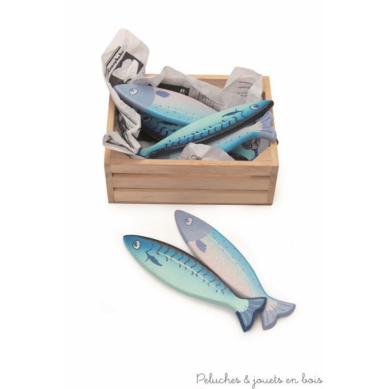 Dans la collection Honeybake de la marque Le Toy Van, une caissette en bois remplie poissons frais pour jouer à la marchande ou à la dinette. A partir de 3 ans+