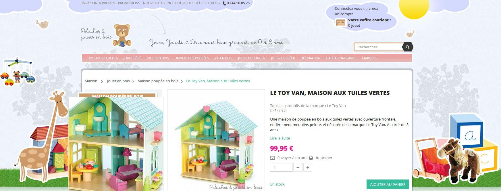 Une maison de poupée en bois aux tuiles vertes avec ouverture frontale, entièrement meublée, peinte, et décorée de la marque Le Toy Van. A partir de 3 ans+