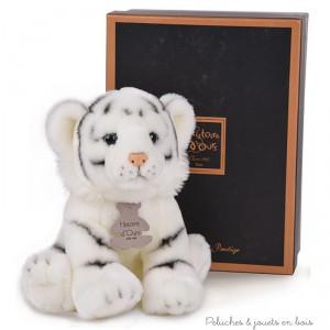 Un Tigre blanc  de la collection Les Authentiques au style réaliste soigné et tendre à la fois de la marque Histoire d'Ours. A partir de 0m+