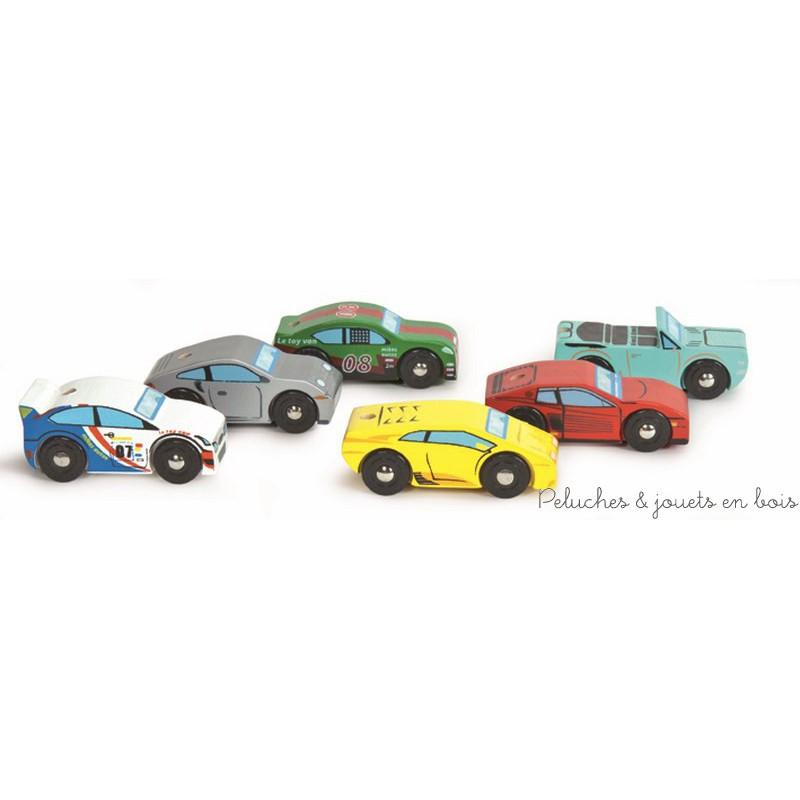 Un ensemble de 6 petites voitures de course en bois peint de la marque Le Toy Van. A partir de 3 ans+