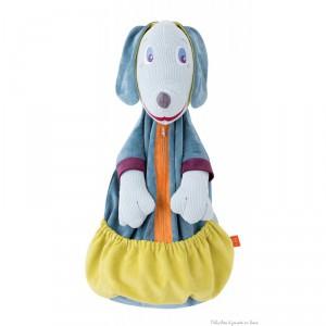 Un grand range-pyjama à l'éffigie du doux chien Edgar de la marque L'Oiseau Bateau pour jouer à cache-cache avec son pyjama et décorer la chambre de bébé. Les enfants vont adorer y ranger leur pyjama ou leurs petits trésors. Ouverture sur le devant avec fermeture éclair et un très grand vide-poche permettant aussi de ranger des couches. S'accroche au lit à barreaux ou au mur. Tous âges.