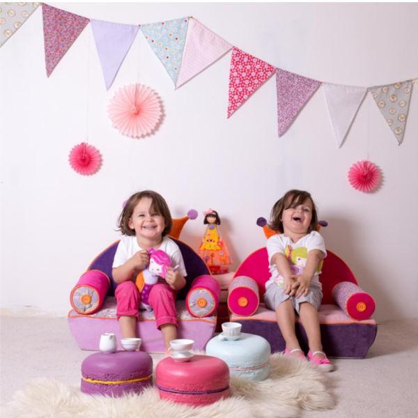 Ce fauteuil club enfant Le chaperon rouge est conçu pour les bébés et les enfants qui commencent à s'assoir. Ses formes rondes et son assise moelleuse en font un fauteuil très confortable. Collection Vraiteuils signé l'Oiseau Bateau. Age de 18 mois à 8 ans