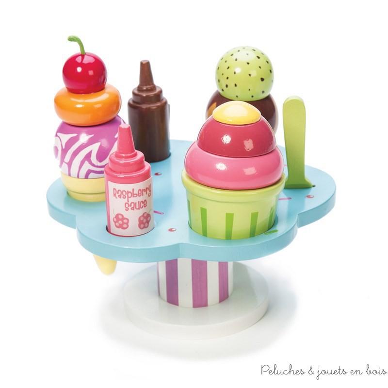Les glaces de Carlos, un présentoir de glace lumineux et coloré en bois peint de la marque Le Toy Van. A partir de 3 ans+