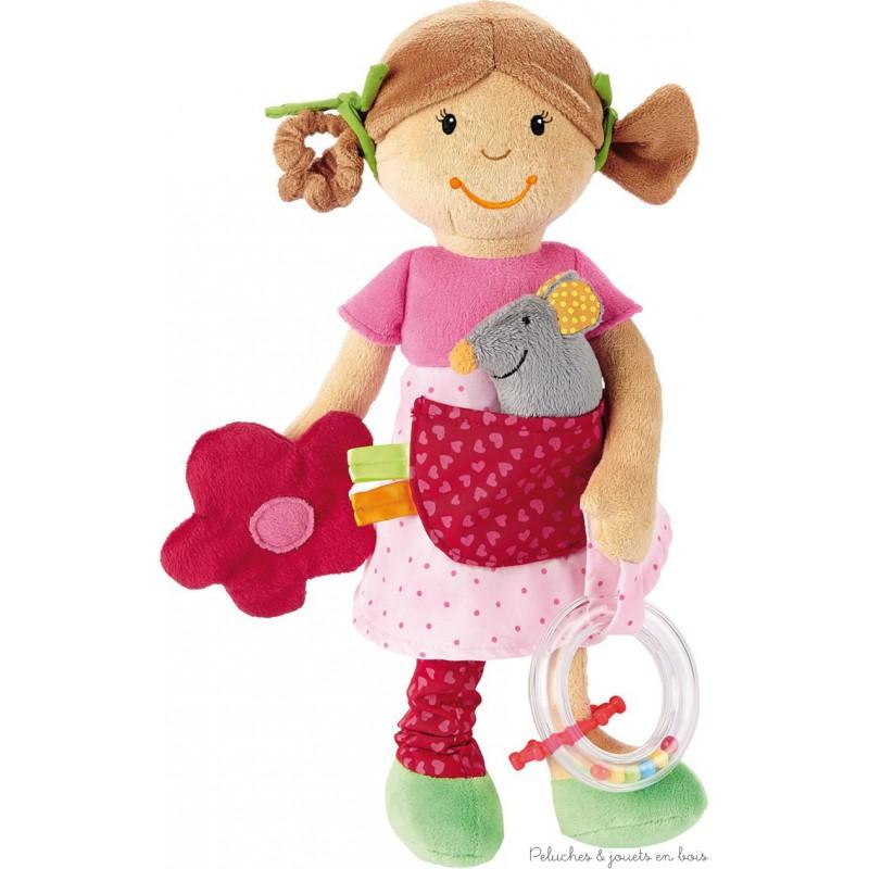 Une jolie poupée d'activités en tissu de la marque Sigikid, avec de nombreuses fonctions pour éveiller bébé. A partir de 3 mois+