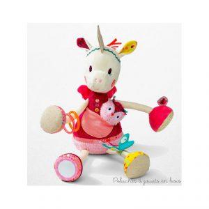 Louise licorne d'activité, est une licorne d'activités câline, Louise de la marque lilliputiens. Pour éveiller bébé avec toutes sortes de textures à toucher et de chouettes activités, hochets, bracelets, bruit de papier froissé, miroir... A partir de 3 mois+