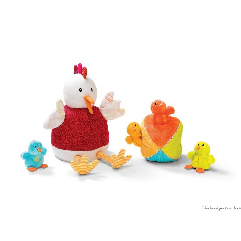 Ophélie et ses poussins de la marque Lilliputiens contient 6 éléments une poule en peluche, une balle et quatre poussins, également en peluche toute douce. A partir de 6 mois+