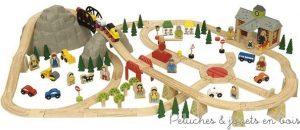 Un grand circuit de train en bois de 112 pièces sur le thème de la montagne de la marque Bigjigs. A partir de 3 ans+
