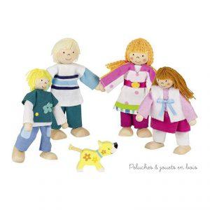 Une famille Susibelle aux coloris frais et acidulés composée de 4 poupées articulées en bois et d'un petit chien de la marque Goki. A partir de 3 ans+