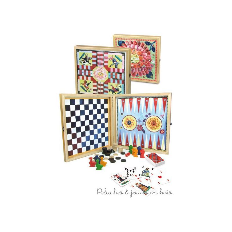 Cette jolie boite de jeux contient un jeu de dames, un jeu de petits chevaux, un jeu de backgammon et un jeu de l'oie et un jeu de 54 cartes l'ensemble est illustré par Nathalie Lété. Dimensions 28 x 28 x 4 cm. Normes CE.