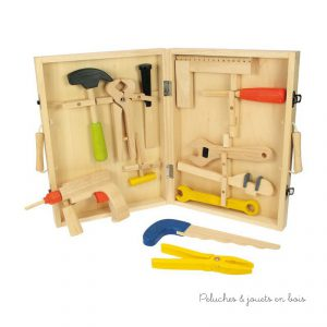 Une boîte à outils en bois pour enfant de la marque Bigjigs Toys. Pratique avec une poignées de transport et remplie d'outils en bois pour jouer et développer le goût des plus jeunes pour le bricolage. A partir de 3 ans+